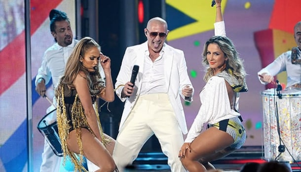 Trio da vergonha alheia: música oficial da copa com Cláudia Leitte, Pitbull e Jennifer Lopez