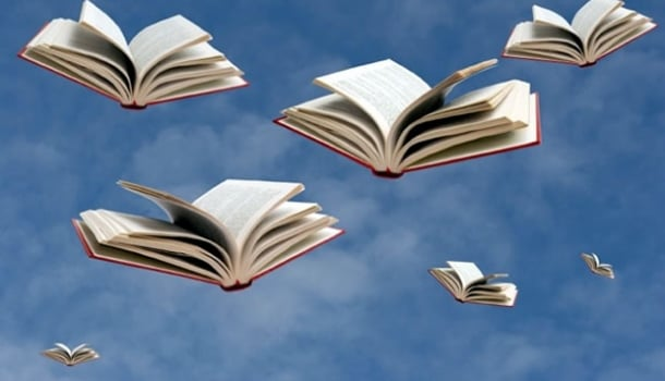 Traficantes de letras usam drone para lançarem livros dentro de escola, mas alunos não entendem nada