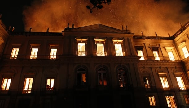 No país do mito, a cultura pega fogo