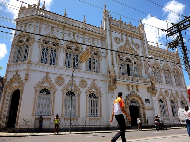 Biblioteca Infante D. Henrique, Salvador
