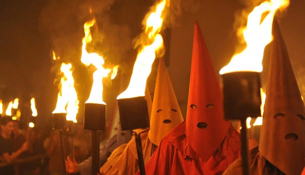 Procissão do Fogaréu e Ku Klux Klan, o que você não percebeu!