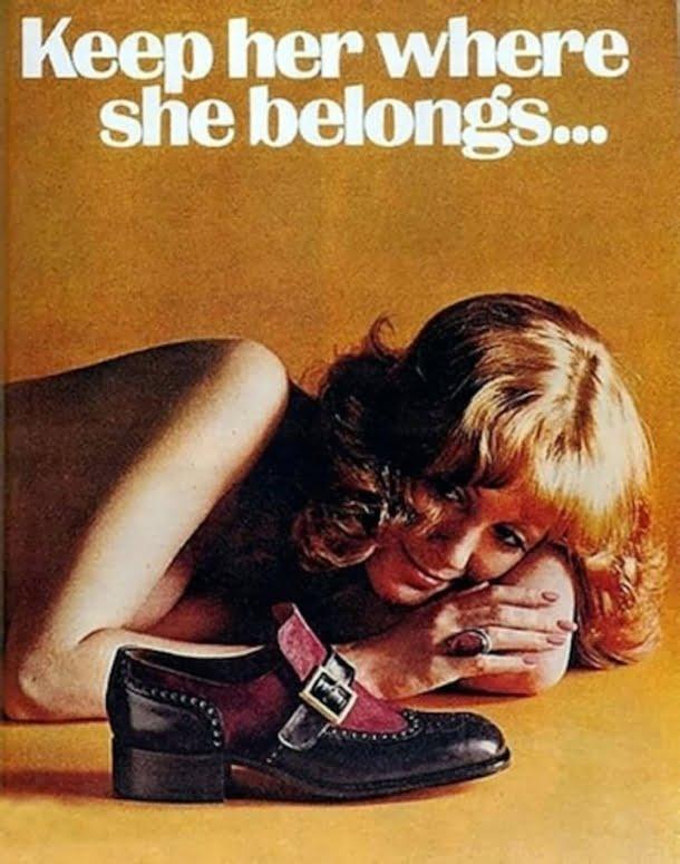 Este anúncio sugeria que o lugar das mulheres é aos pés dos homens