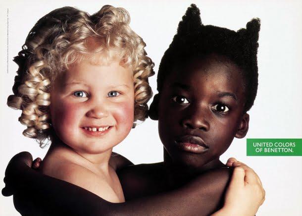 """Esta campanha da Benetton insinuava que crianças negras eram """"diabinhos"""", enquanto as brancas """"anjinhos"""""""
