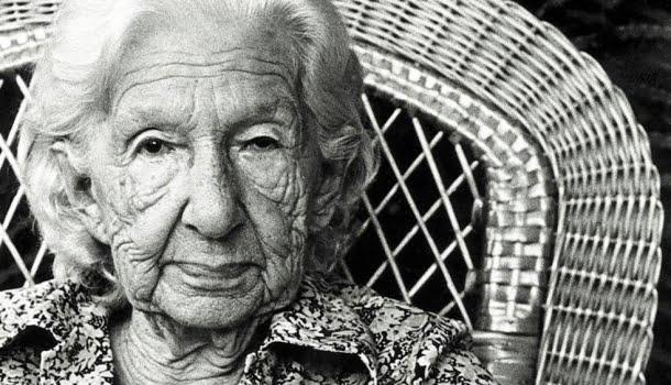 Cora Coralina: a história da poeta que publicou seu primeiro livro aos 75 anos