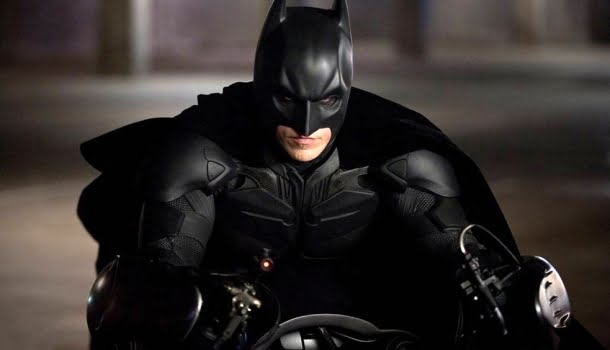 Batman é um miliciano que espanca pobres