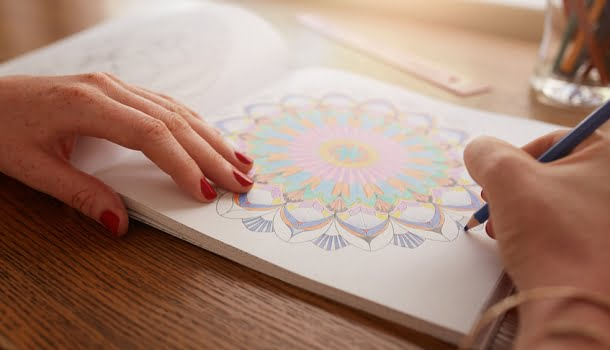 Museus e bibliotecas de todo o mundo disponibilizam gratuitamente desenhos de colorir para adultos