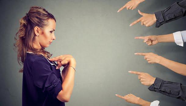 Entre togas e regatas: melhor que apontar o dedo é encontrar o próprio equilíbrio