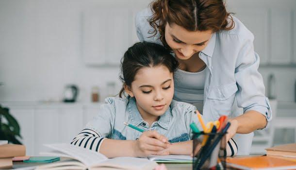 Chegou a hora de as escolas baixarem a bola e entenderem que quem educa são os pais