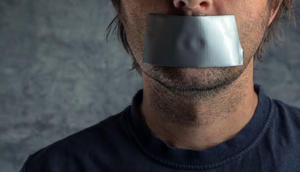"""Cada """"cala a boca"""" a um jornalista é, antes de tudo, um afago nas trevas"""