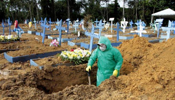 """""""Gripezinha"""", """"todos vamos morrer um dia"""", """"e daí"""", """"eu não sou coveiro"""": a crônica anunciada de 200 mil mortes"""