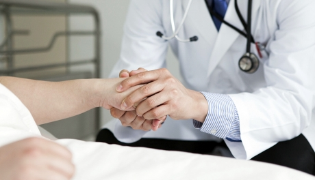 Não confio em médicos que nunca examinam