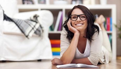 Pessoas mais inteligentes preferem ficar em casa, diz estudo