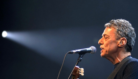 Construção, de Chico Buarque, faz 50 anos e tocava em rádio devido ao jabá