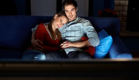 Assistir filmes juntos diminui as chances de divórcio, diz estudo