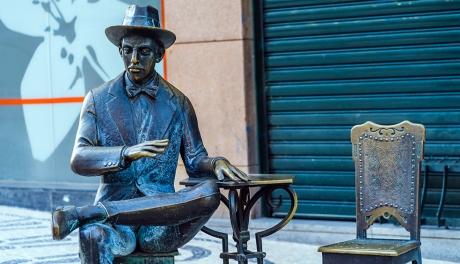 Série documental gratuita faz um passeio sonoro e virtual pela Lisboa de Fernando Pessoa
